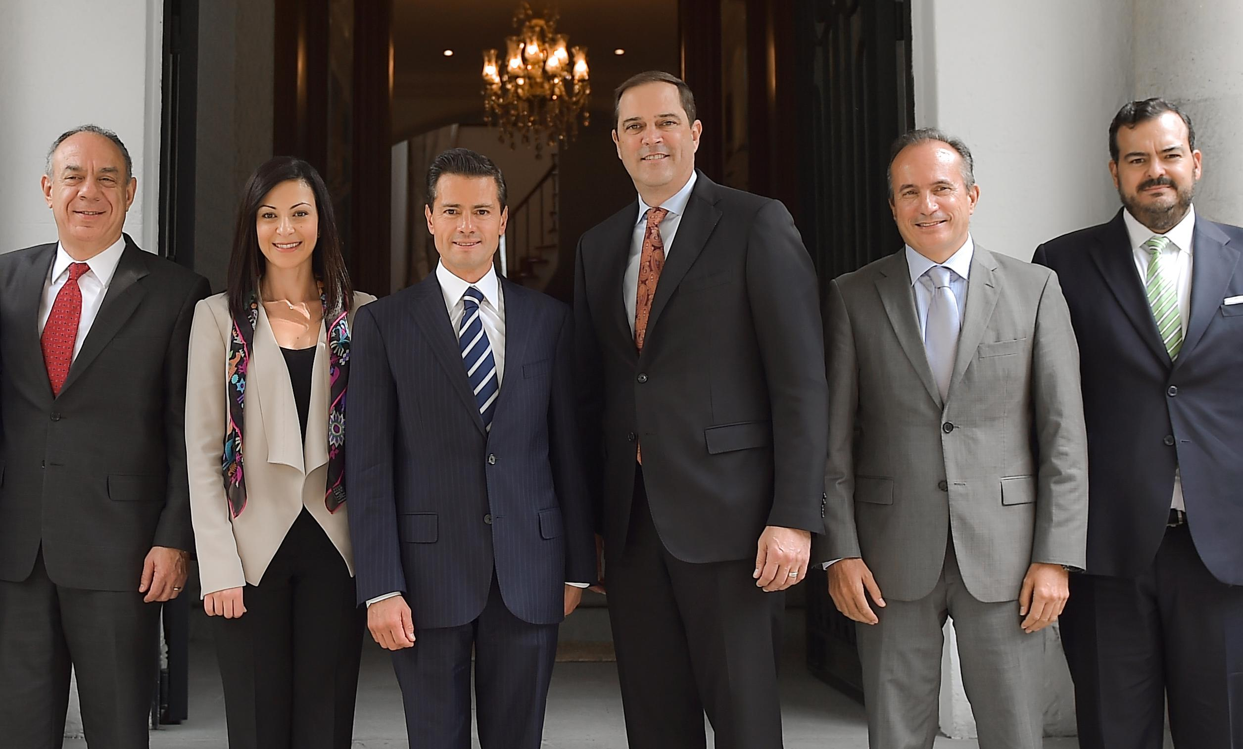 At the meeting, President Peña Nieto congratulated Cisco, and repeated his commitment to continuing to promote a suitable environment for investment and job creation in Mexico.