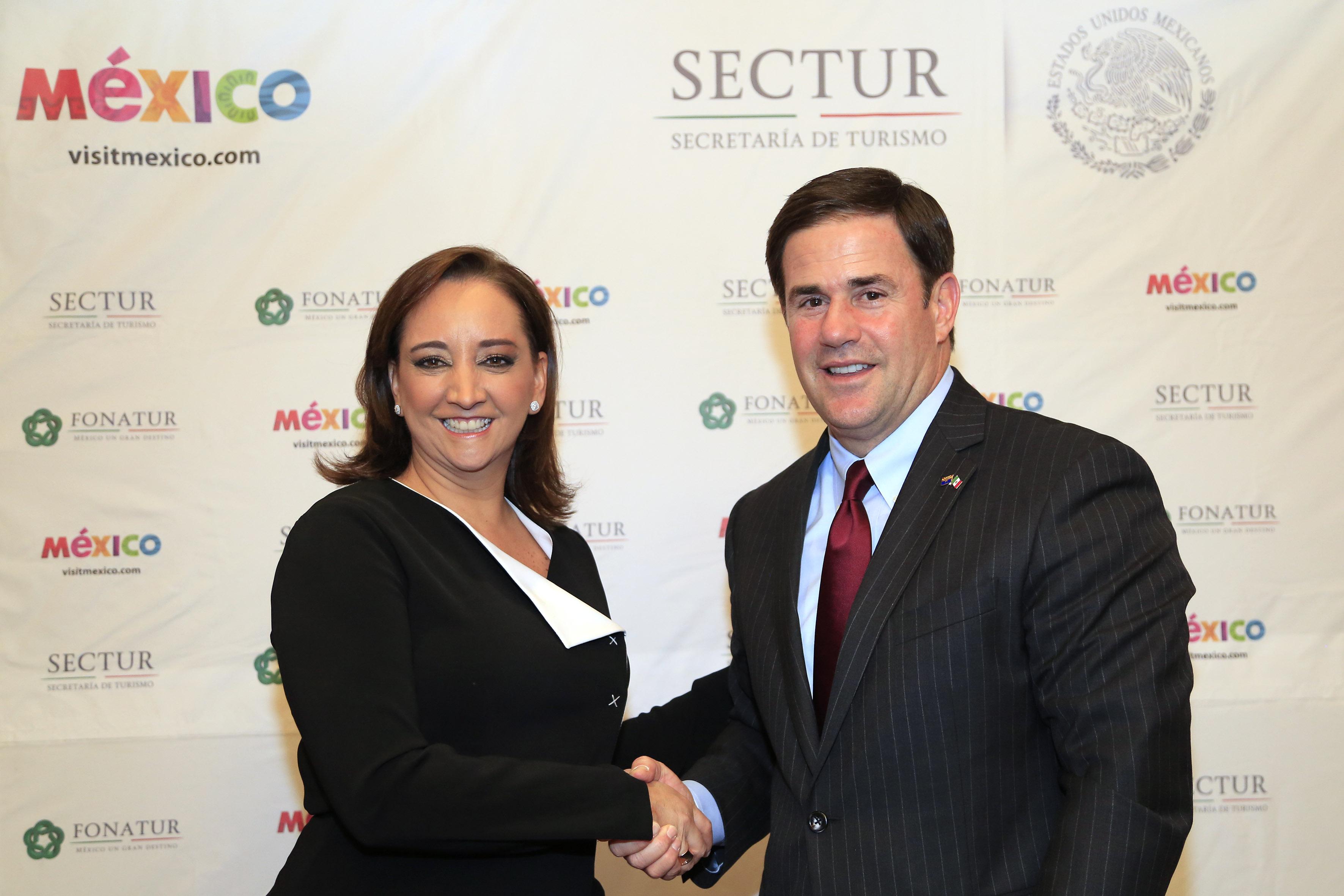 Reunión entre la Secretaria de Turismo, Claudia Ruiz Massieu, y el gobernador de Arizona, Doug Ducey.