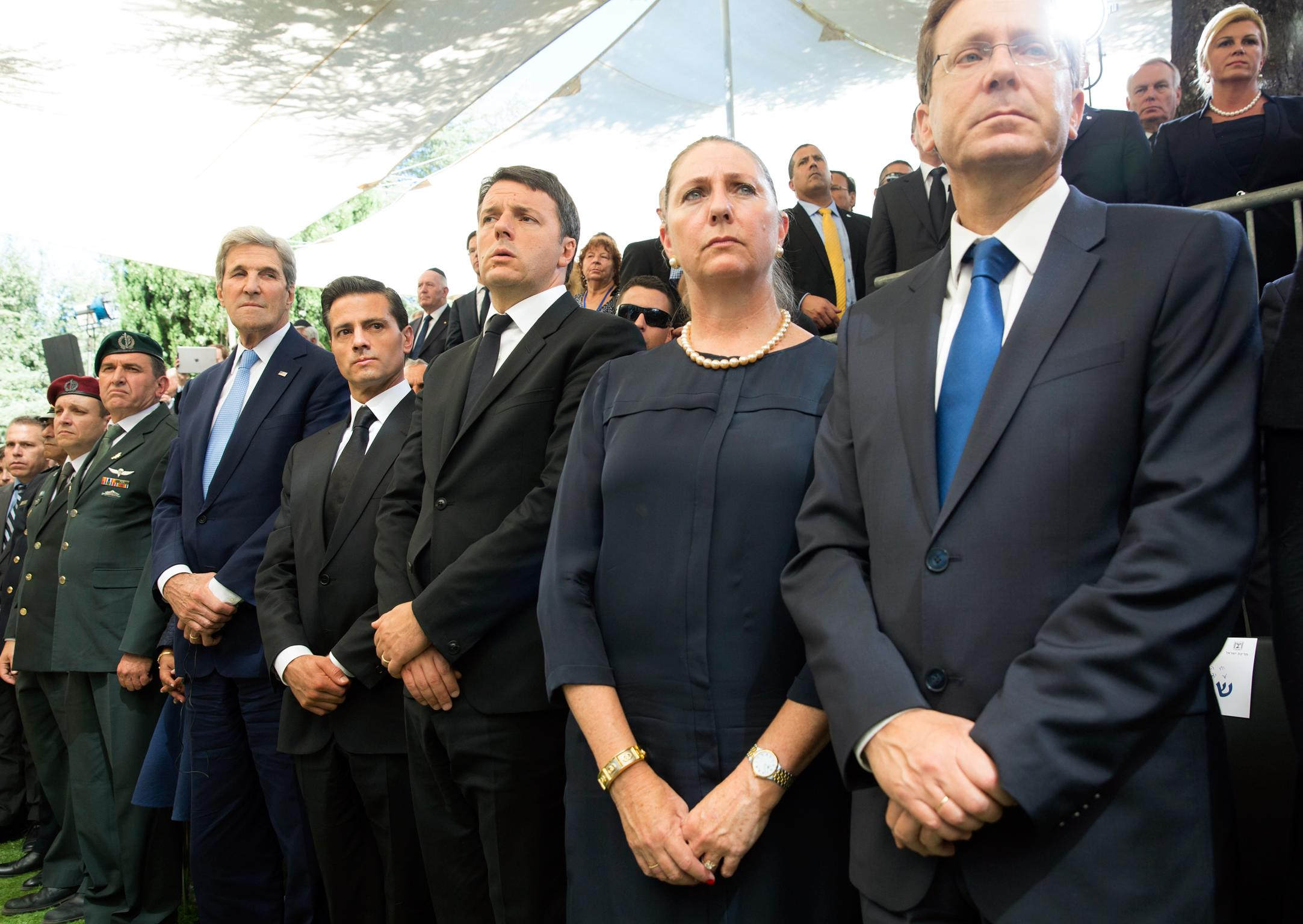Members of the Jewish community in Mexico Salomón Achar and Rafael Zaga Kalach accompanied the president as special guests.