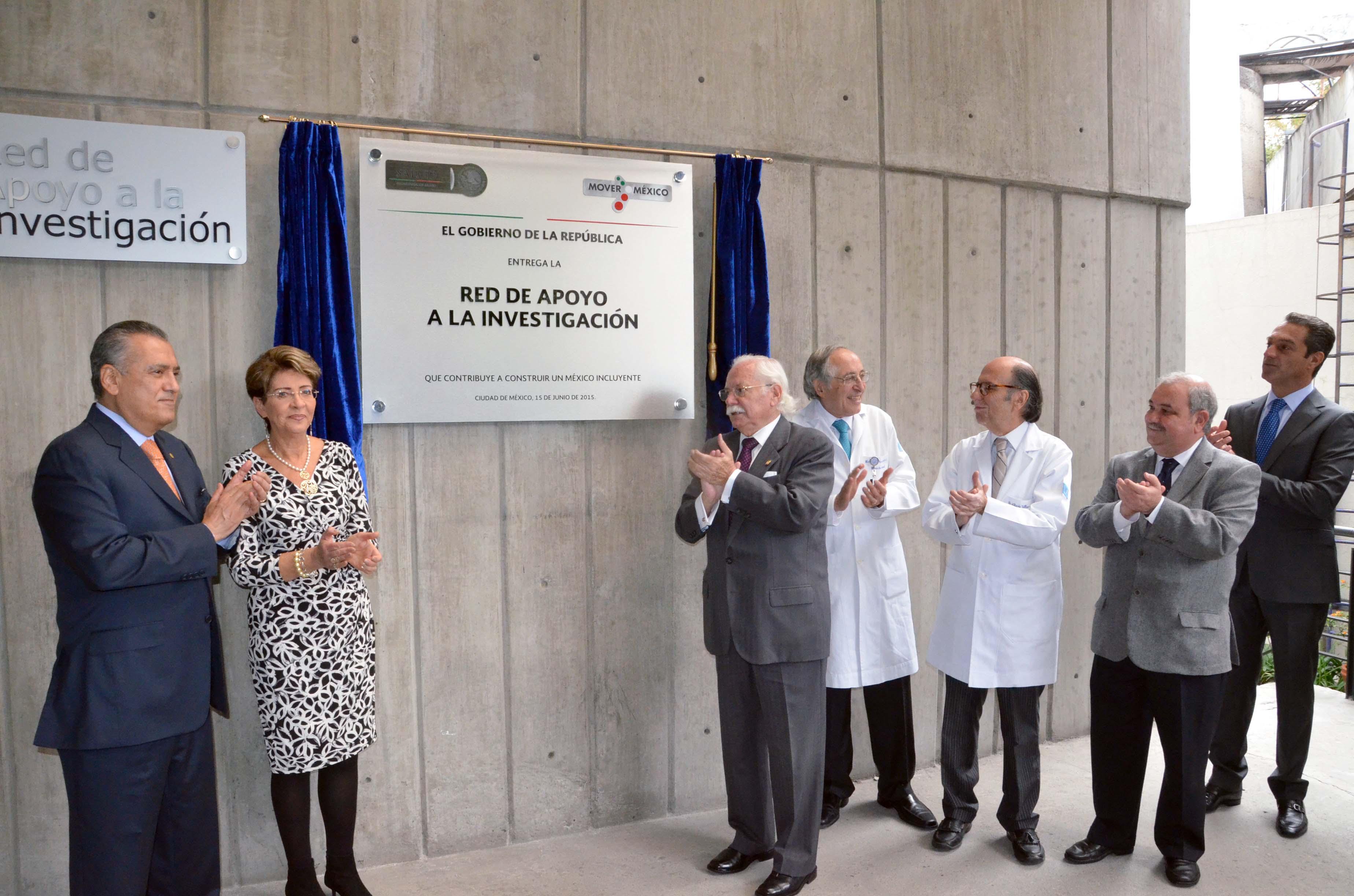 La doctora Mercedes Juan, y el Diputado federal Manlio Fabio Beltrones, inauguraron la ampliación del Servicio de Urgencias del INCMNSZ