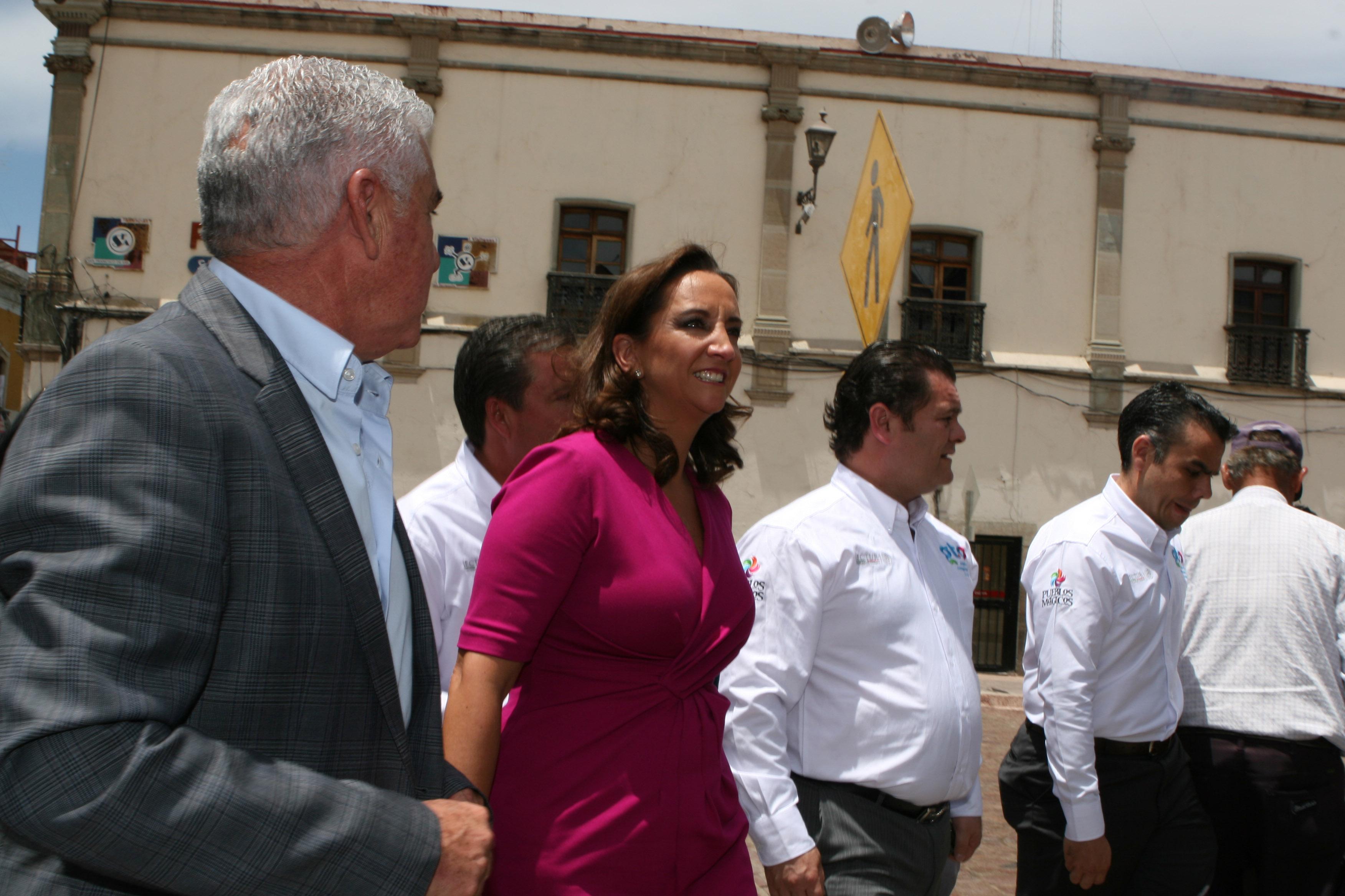 La titular de la SECTUR, Claudia Ruiz Massieu, en gira de trabajo por el estado de Guanajuato.