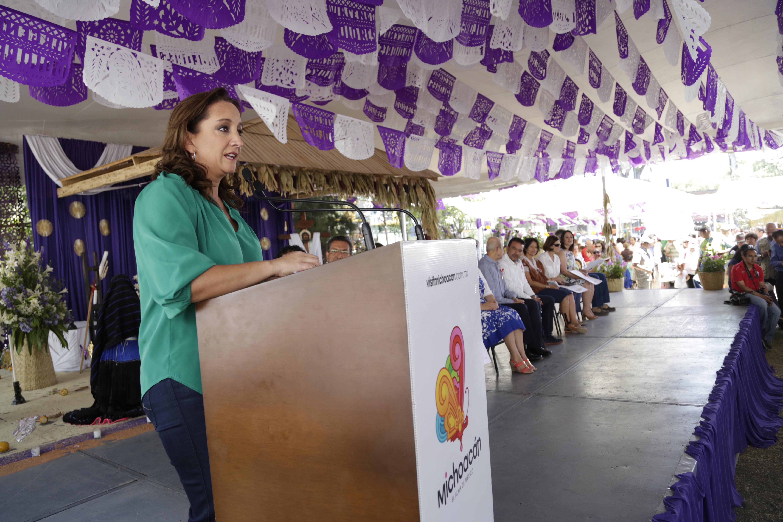 La titular de la SECTUR, Claudia Ruiz Massieu, clausuró el 11° Encuentro de Cocina Tradicional de Michoacán.