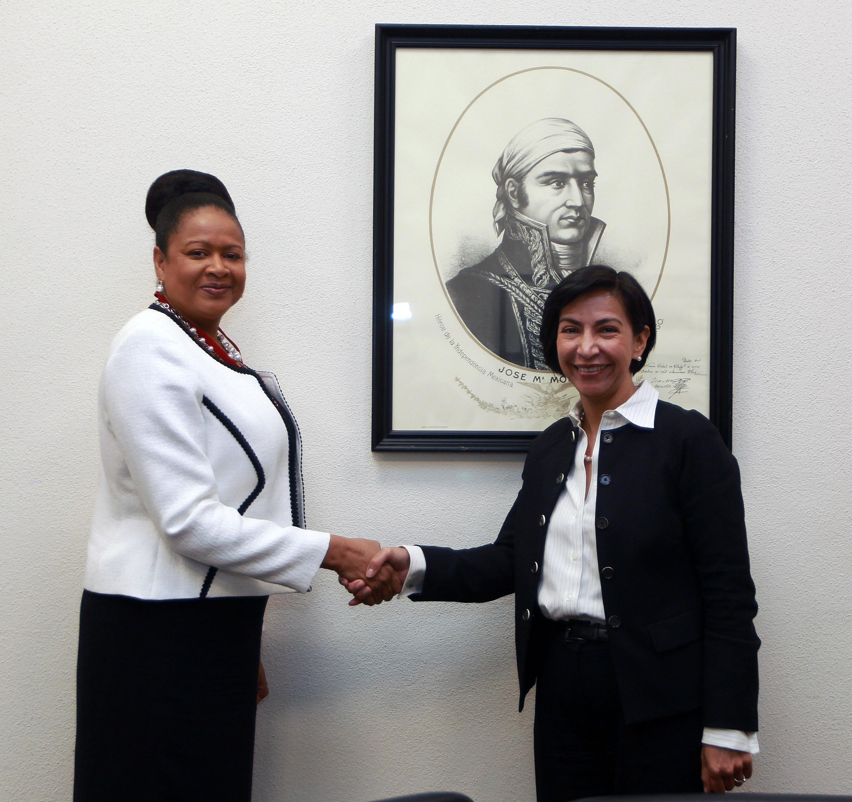 Este lunes 3 de octubre, la Subsecretaria para América Latina y el Caribe, Socorro Flores Liera, recibió a la Secretaria General de la Asociación de Estados del Caribe (AEC), June Soomer, con el propósito de revisar la agenda de cooperación de México con