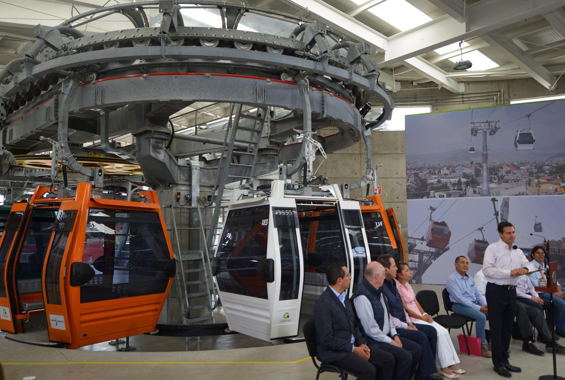 """""""Es el primer teleférico que se emplea y servirá a propósitos de transporte masivo. Prácticamente o casi 30 mil usuarios serán los que podrán utilizarlo todos los días"""": EPN"""