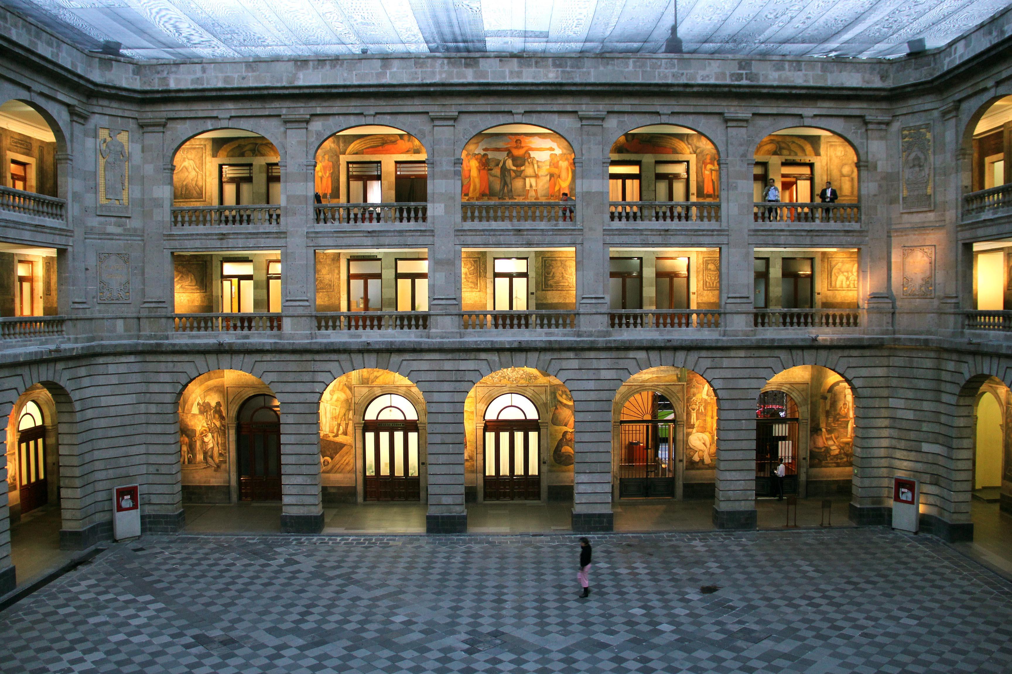 Se realiza una profunda Reforma Educativa para impulsar los cambios necesarios en su funcionamiento general y dar continuidad a lo dispuesto en el decreto del presidente Enrique Peña Nieto.