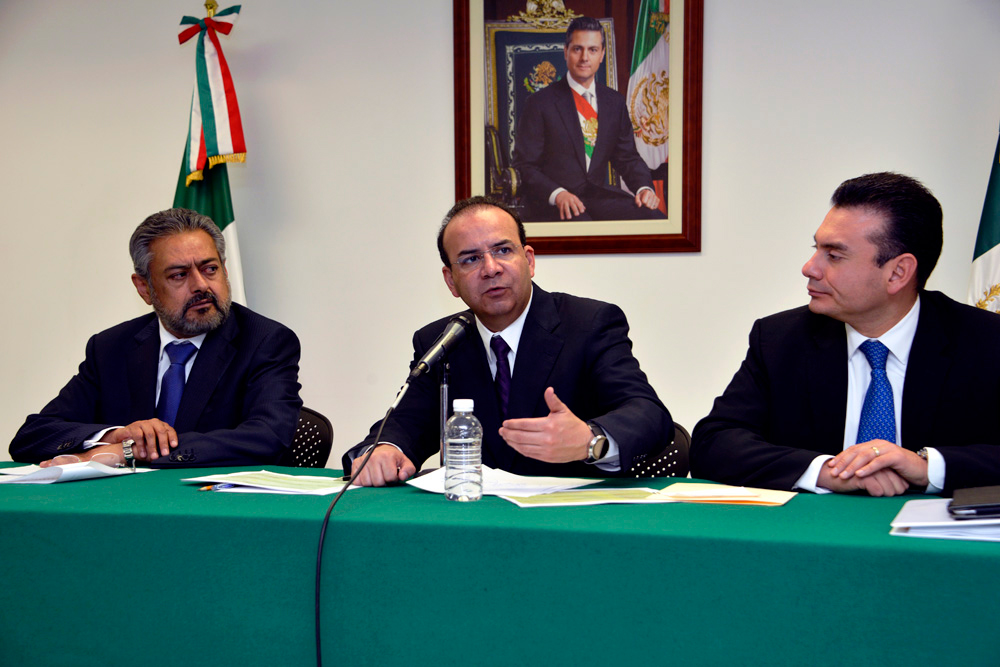 En una rueda de prensa para dar a conocer el resultado de conciliación de la dependencia federal a su cargo, Navarrete Prida destacó que en las revisiones contractuales se hizo presente la responsabilidad compartida de trabajadores.
