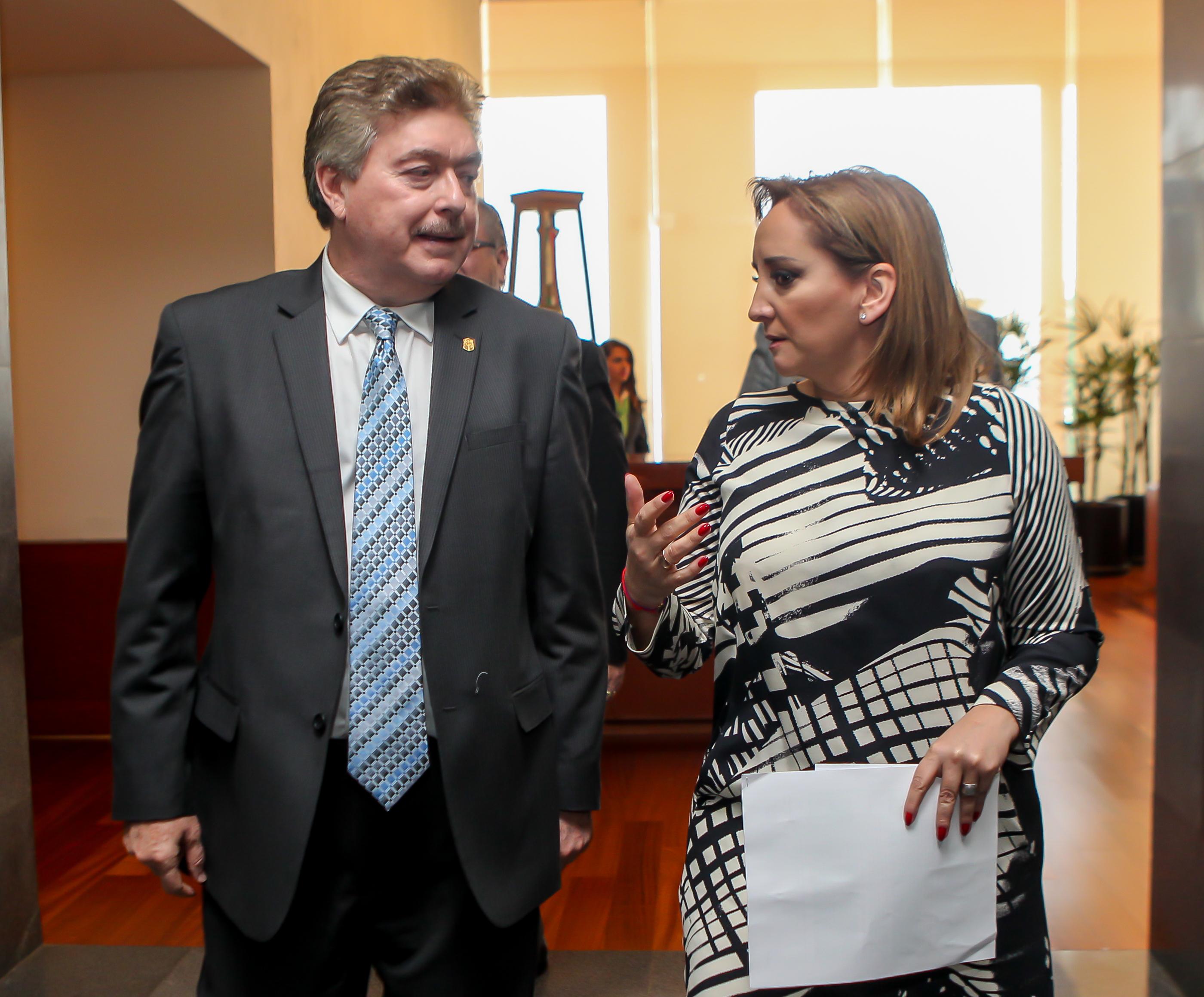 Revisan la Secretaria de Relaciones Exteriores Claudia Ruiz Massieu y el Gobernador Francisco Vega el arribo de migrantes extranjeros a Baja California