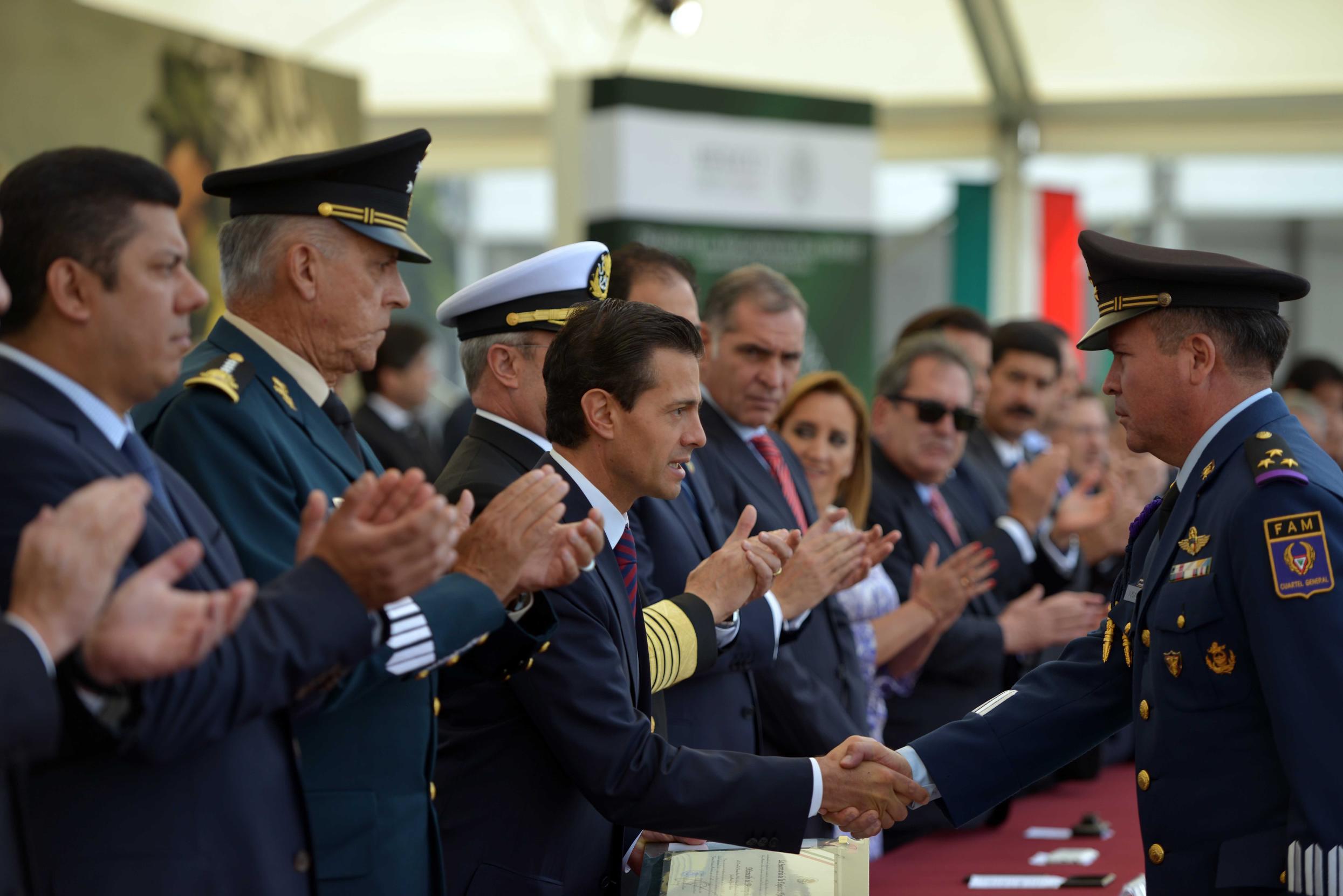 Se honró la memoria de 114 soldados y marinos que perdieron la vida en el cumplimiento de su deber durante esta Administración, y de cada uno de los integrantes de nuestras Fuerzas Armadas que han dado su vida por México.