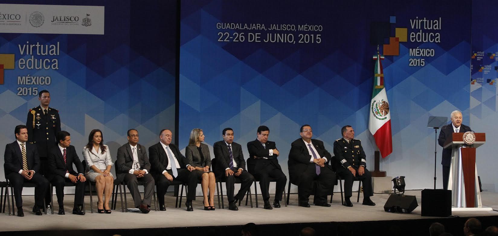 El secretario de Educación Pública estuvo con el presidente Enrique Peña Nieto en el XVI Encuentro Internacional Virtual Educa México 2015