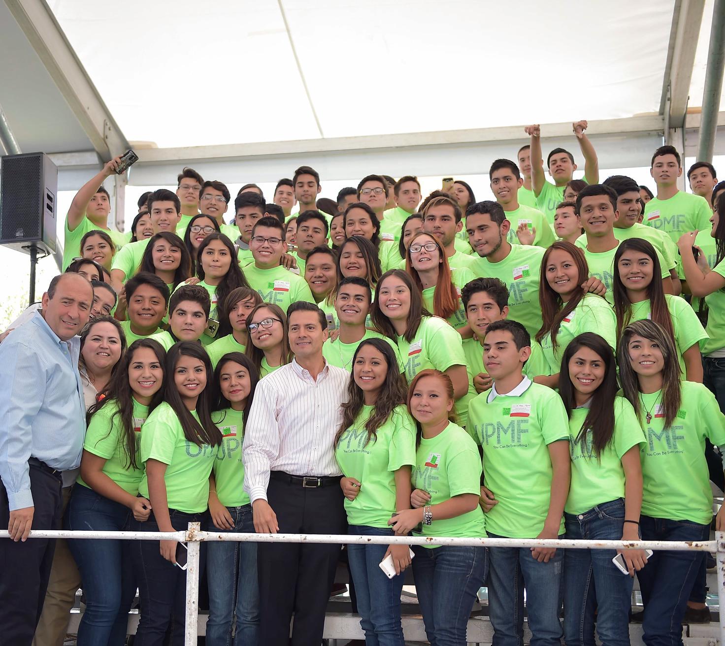 Hoy 900 mil jóvenes estudian en las 173 Universidades que forman parte de este Sistema.