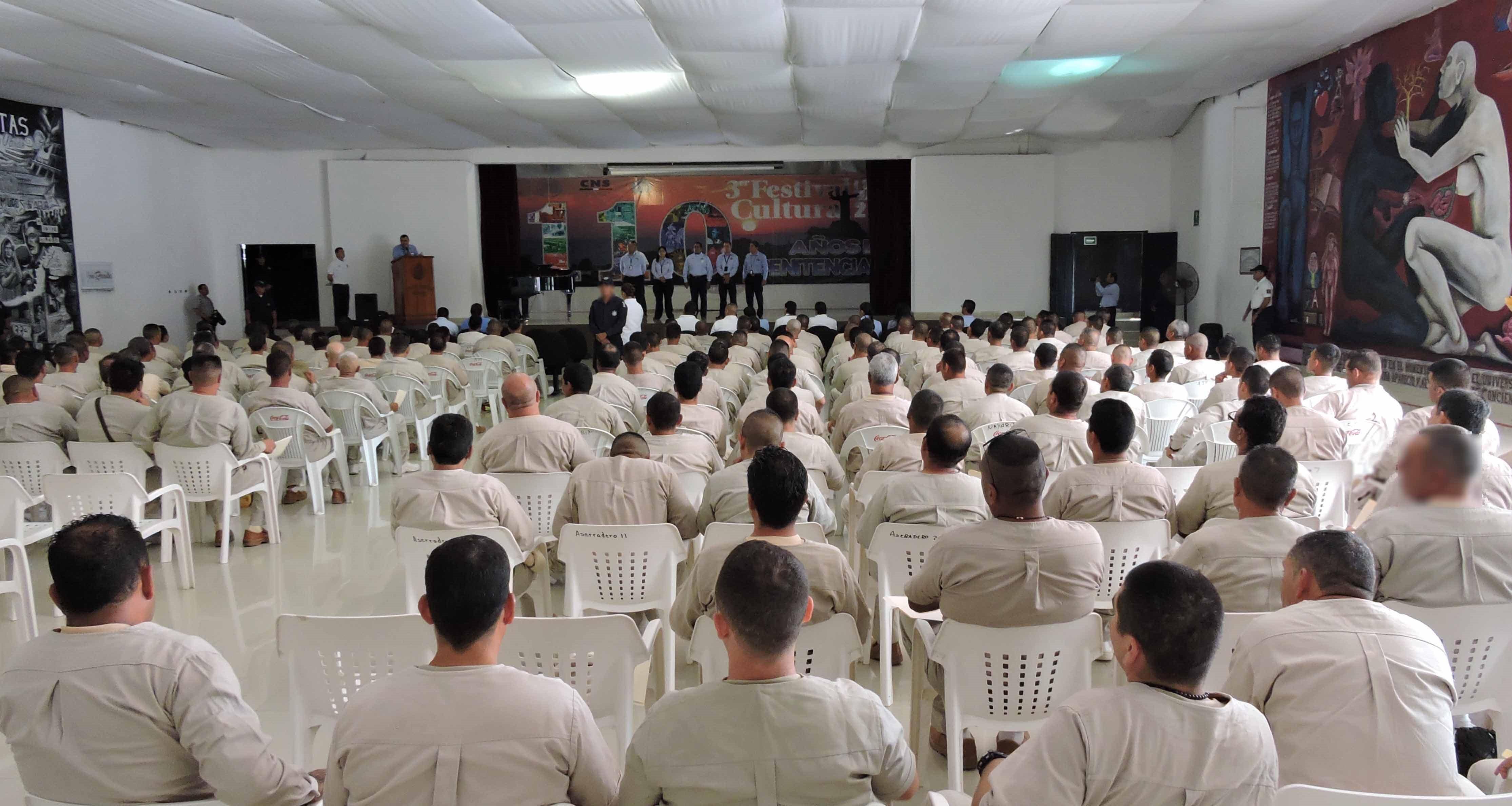 En el marco de la conmemoración de los 111 años de historia penitenciaria de este Complejo, la Comisión Nacional de Seguridad, a través del OADPRS, entregó constancias a cada uno de los internos, quienes acreditaron sus estudios