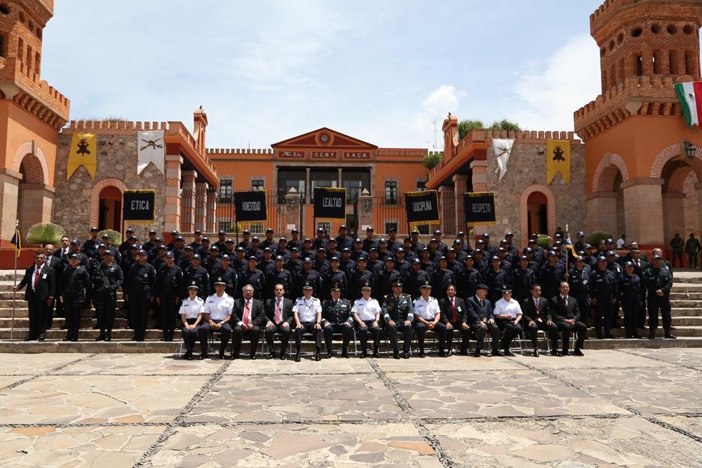 El Comisionado del Servicio de Protección Federal, Maestro Alfonso Ramón Bagur, en representación del Licenciado Monte Alejandro Rubido García, titular de la CNS, presidió el acto de graduación de 71 nuevos integrantes