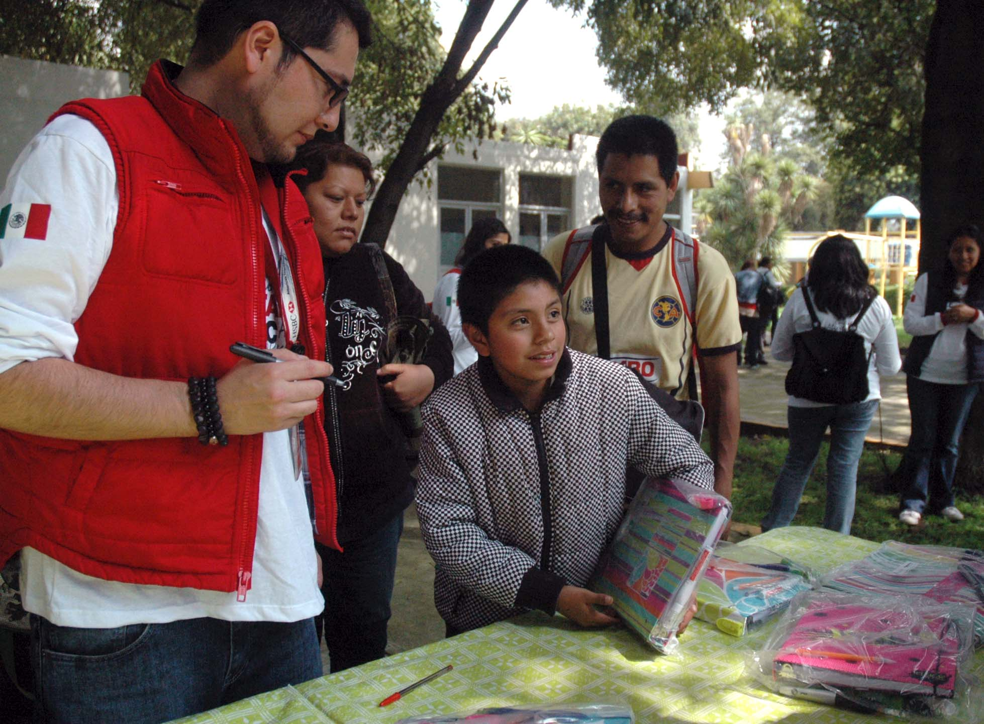 """""""Un Techo para mi País, México, A.C."""", fue la ganadora en la categoría grupal del Premio Nacional de Acción Voluntaria y Solidaria 2014"""