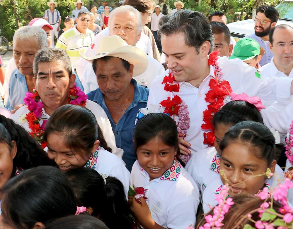 Inaugura desayunador en escuela indígena de Aquismón, en la Huasteca Potosina