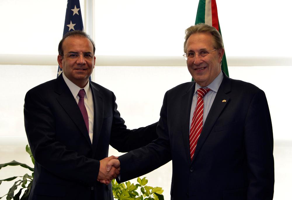 El Secretario Alfonso Navarrete Prida durante su reunión con el Embajador de Estados Unidos en México, Anthony Wayne.