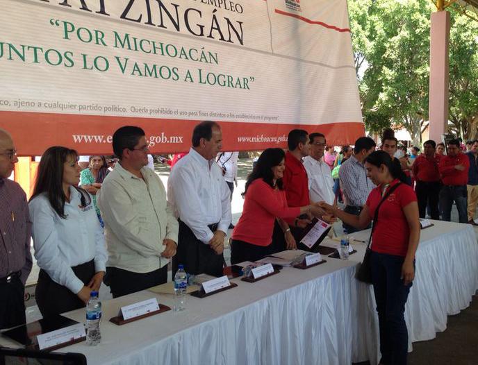 La Subsecretaria de Empleo y Productividad Laboral, Patricia Martínez Cranss, encabezó eventos en dos municipios, en el marco de las acciones de la STPS en el Plan Michoacán.