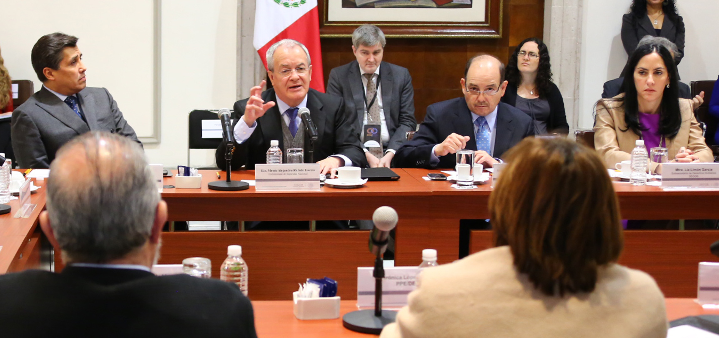 El Comisionado Nacional de Seguridad, Monte Alejandro Rubido García, preside la reunión de políticas públicas en derechos humanos y acciones de seguridad, en el Salón Juarez de la Secretaría de Gobernación.