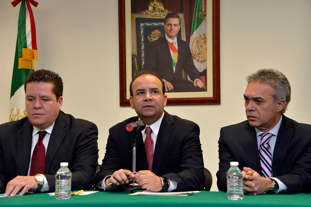 Por petición de las dirigencias sindicales del SNTTTAS, ASSA y ASPA, el Secretario Alfonso Navarrete Prida instala un grupo de trabajo en el caso de Mexicana de Aviación.