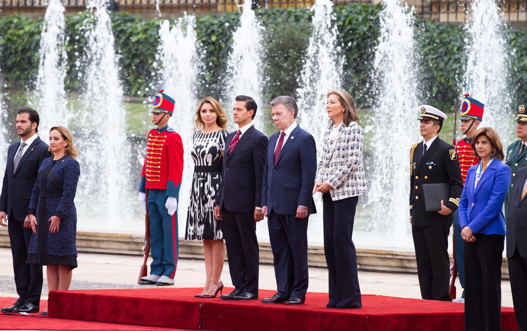 The presidents stressed the importance of ensuring that Colombia and Mexico regard their strategic relationship as a privileged axis for their political, economic, social and cultural ties.