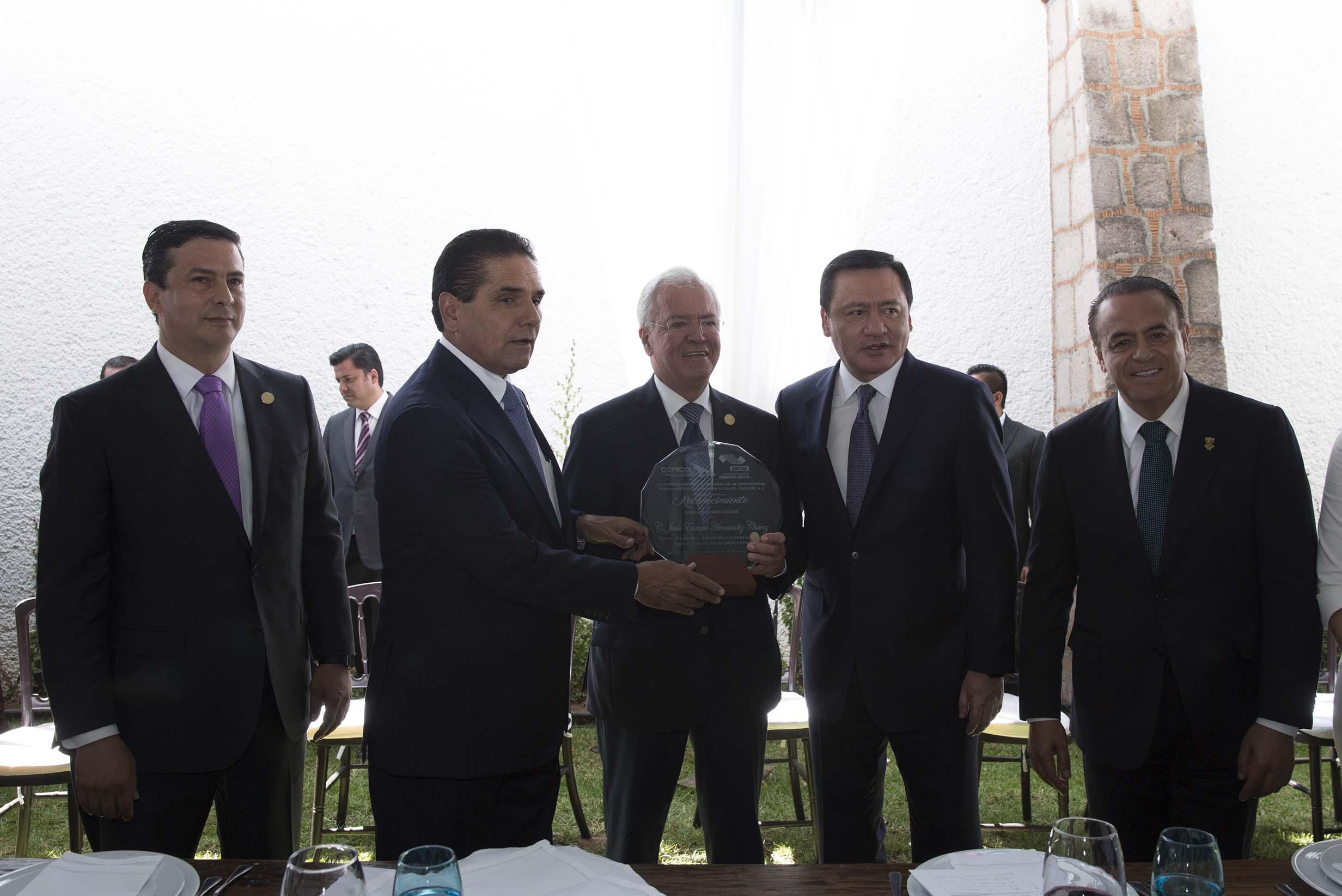 Reunión del Secretario de Gobernación, Miguel Ángel Osorio Chong, con legisladores de la COPECOL en Morelia. Michoacán