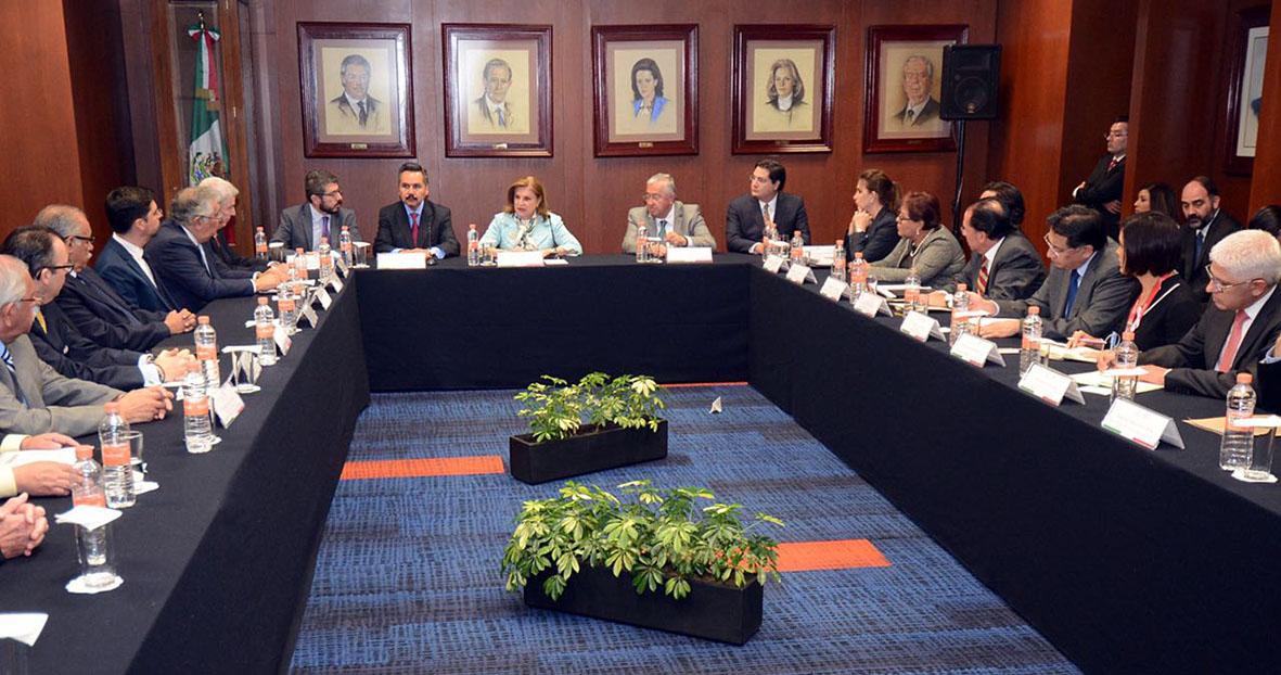 Se reúne Titular de la SFP, Arely Gómez González, con los principales funcionarios de la dependencia