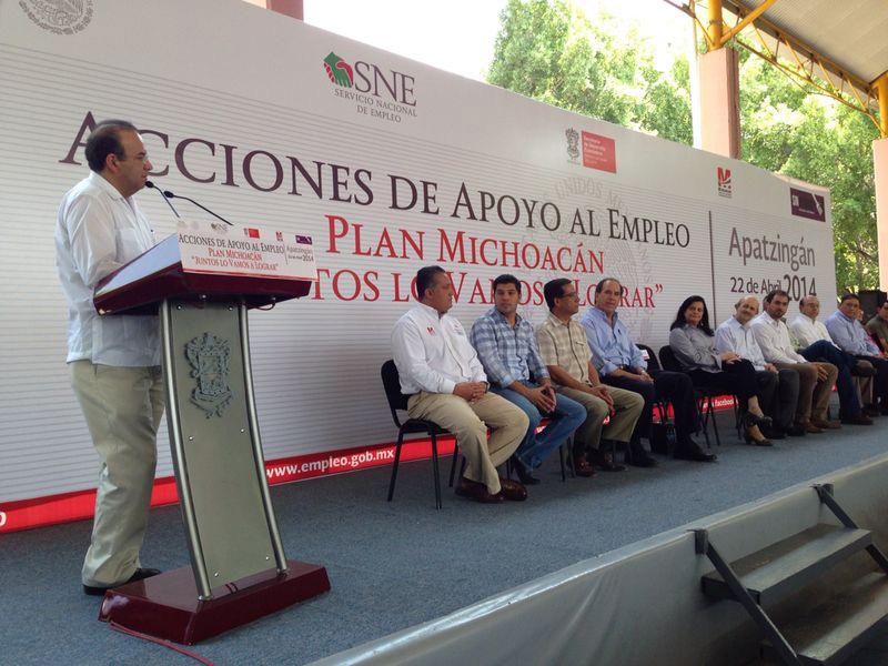 """El titular de la STPS destacó las acciones gubernamentales de apoyo al empleo, en el marco del Plan Michoacán """"Juntos lo vamos a lograr""""."""