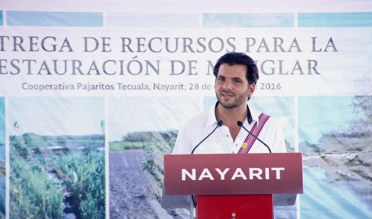 Sector de medio ambiente entrega recursos para impulsar proyectos de reforestación y cuidado de humedales en Nayarit.