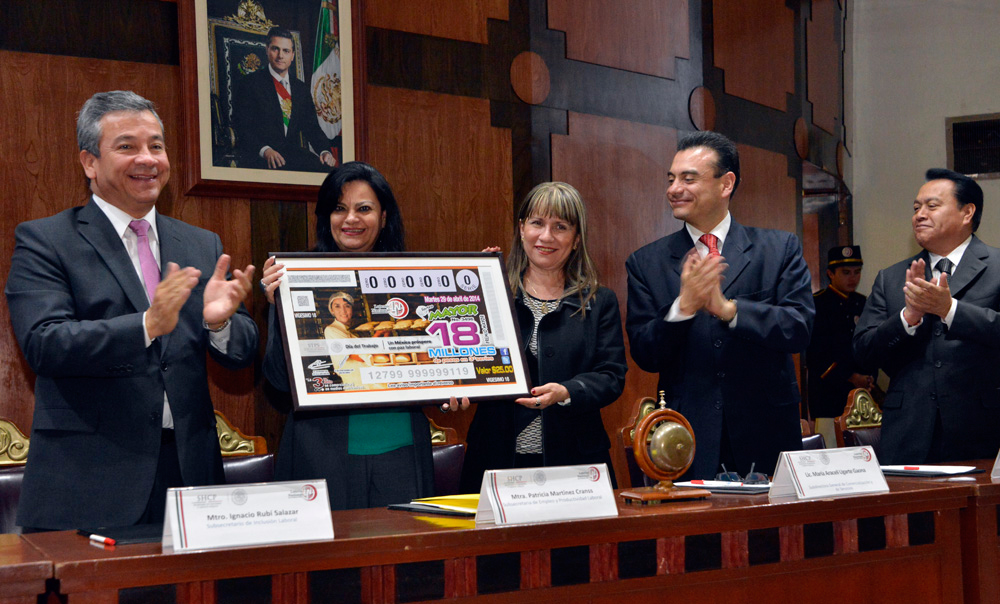 La Subsecretaria Patricia Martínez Cranss reconoció a la Lotería Nacional, porque su desempeño va más allá de lo asistencial para constituirse en verdaderos promotores del desarrollo comunitario.