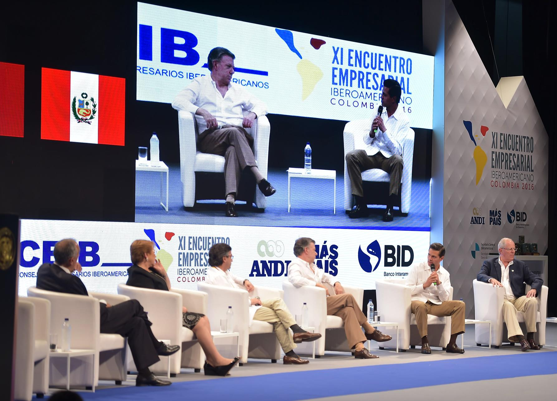 At the discussion, moderated by President of the Inter-American Development Bank Luis Alberto Moreno, the Mexican president outlined three basic components of Education Reform in Mexico.