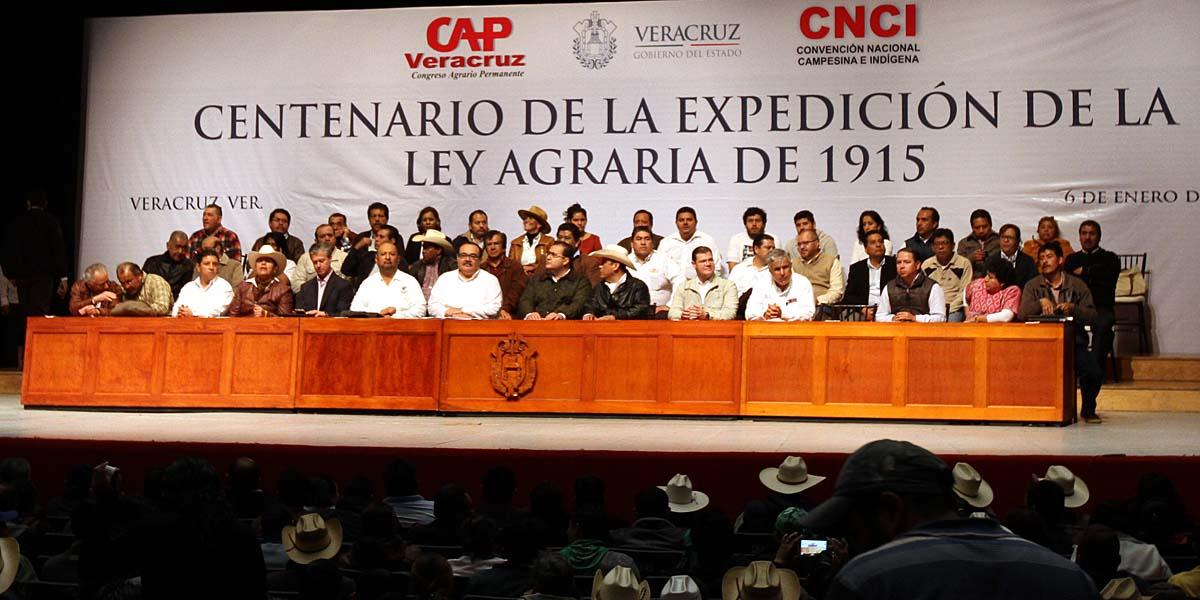 En la foto, el secretario y líderes agrarios reafirman compromiso con el campo mexicano.