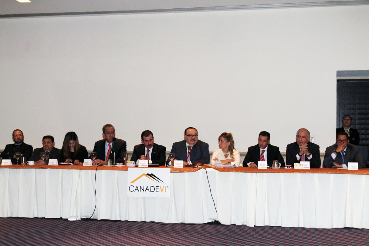 En la imagen, el secretario de la SEDATU, representantes de los ONAVIS y de la construcción presentaron el balance que tuvo el sector en 2014.