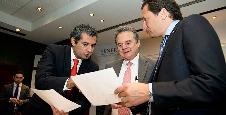 Dr. Enrique Ochoa Reza, Director General de CFE; Lic. Pedro Joaquín Coldwell, Secretario de Energía; Mtro. Emilio Lozoya Austin, Director General de Pemex.