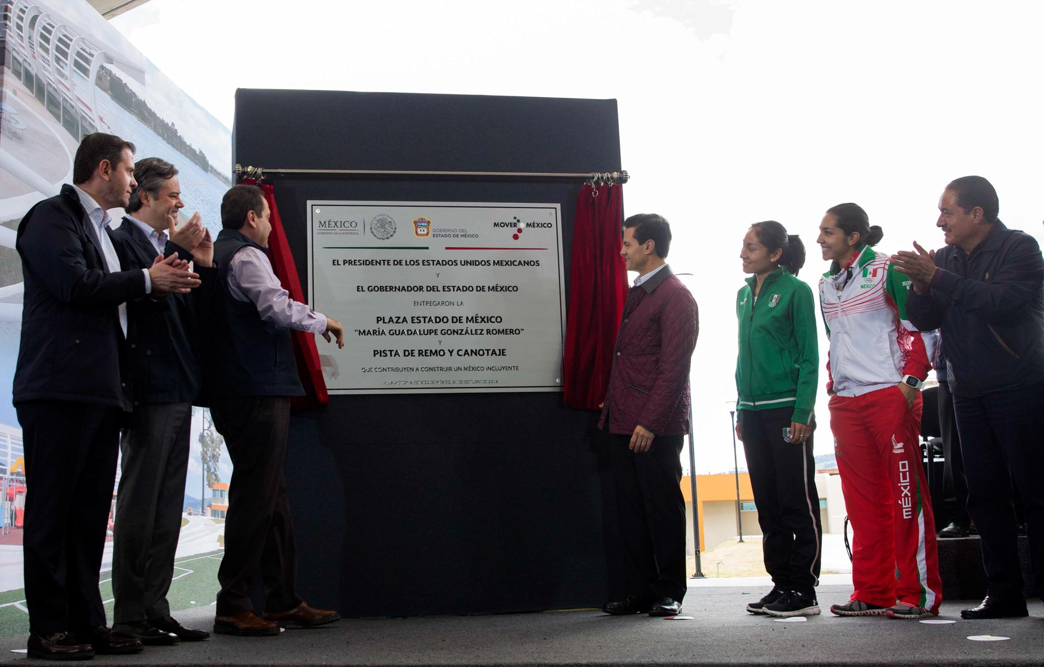 The president delivered the Villa Victoria Rowing and Canoeing Course, and the Maria Guadalupe González Romero State of Mexico Square.