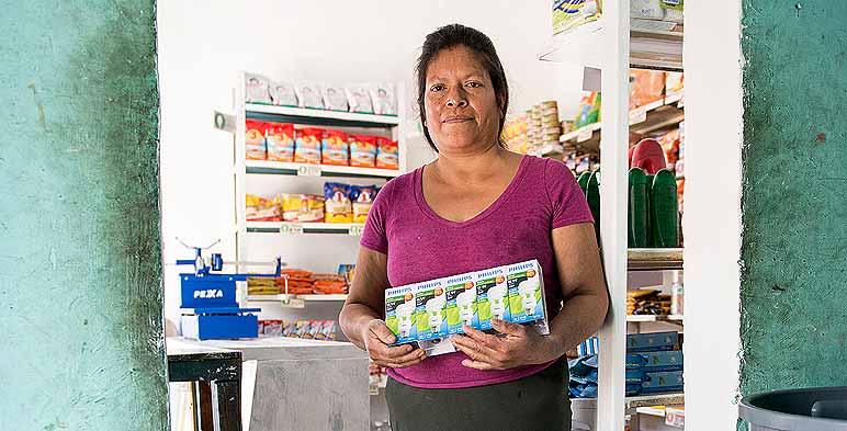 Entrega de Focos ahorradores en Michoacán