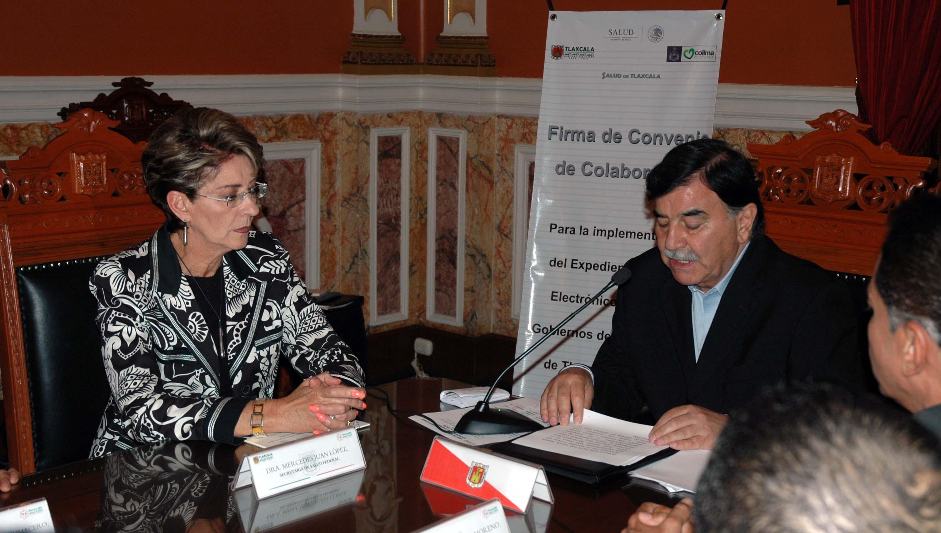 Firma del convenio de colaboración Expediente Clínico Electrónico
