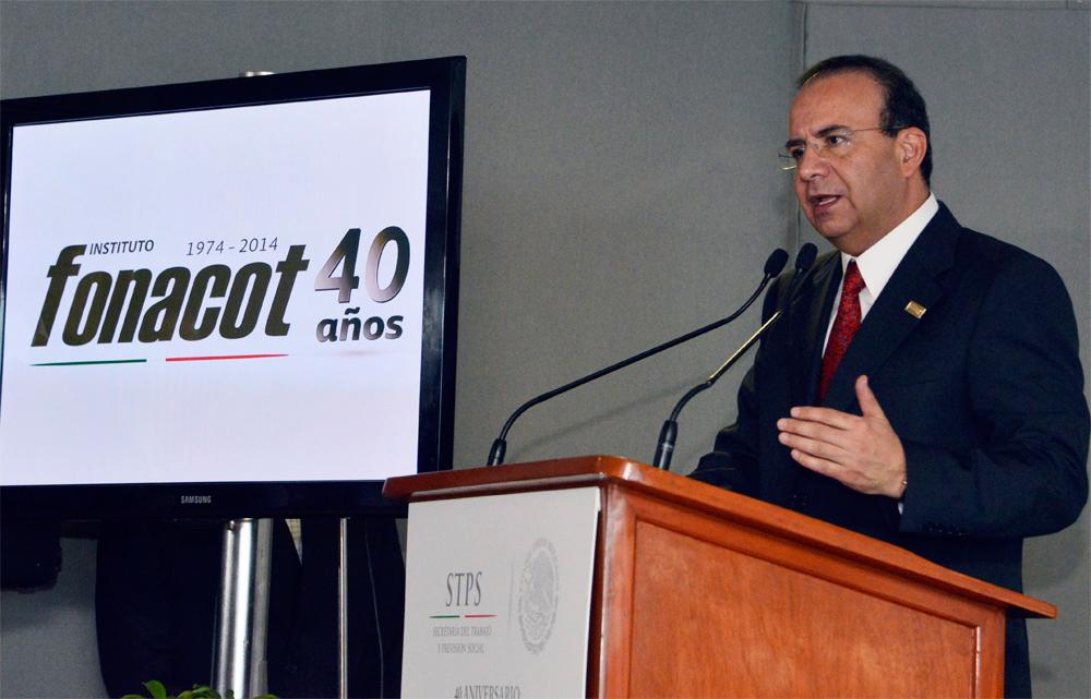 El titular de la STPS encabezó la ceremonia por el 40 aniversario del Instituto del Fondo Nacional para el Consumo de los Trabajadores.