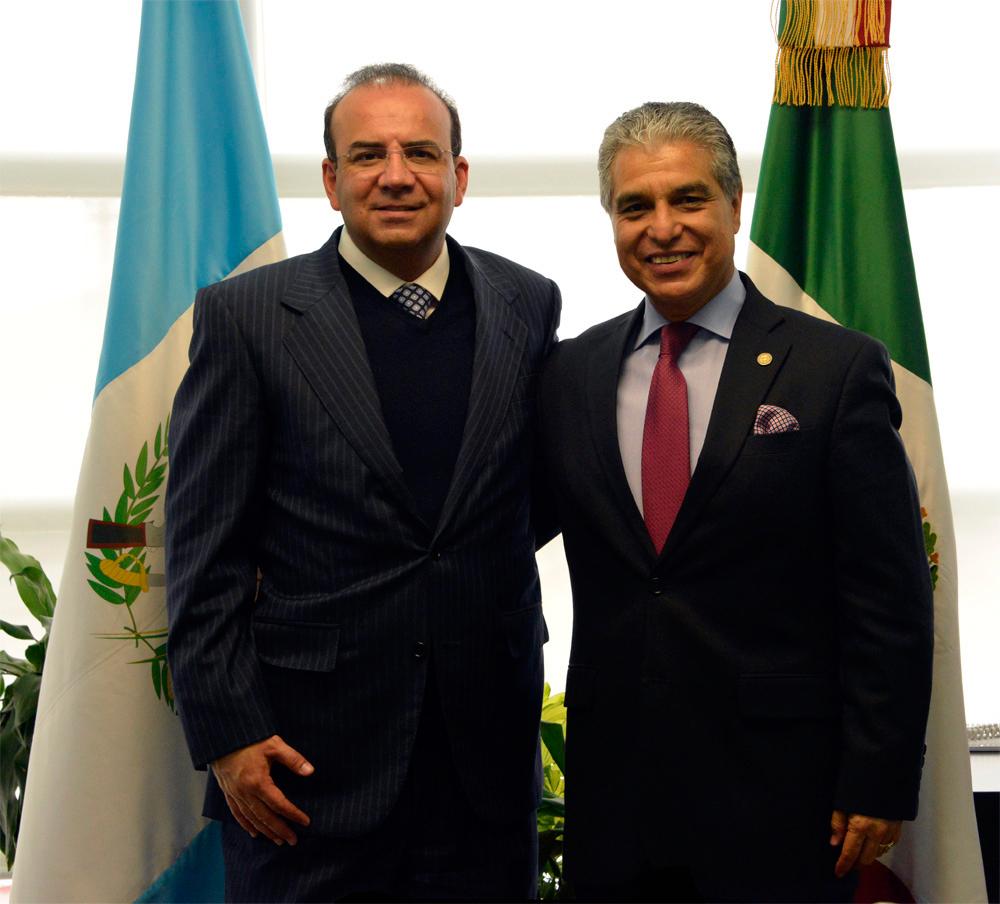 El Secretario del Trabajo y Previsión Social, Alfonso Navarrete Prida, y el Ministro del Trabajo y Previsión Social de Guatemala, Carlos Contreras Solórzano.