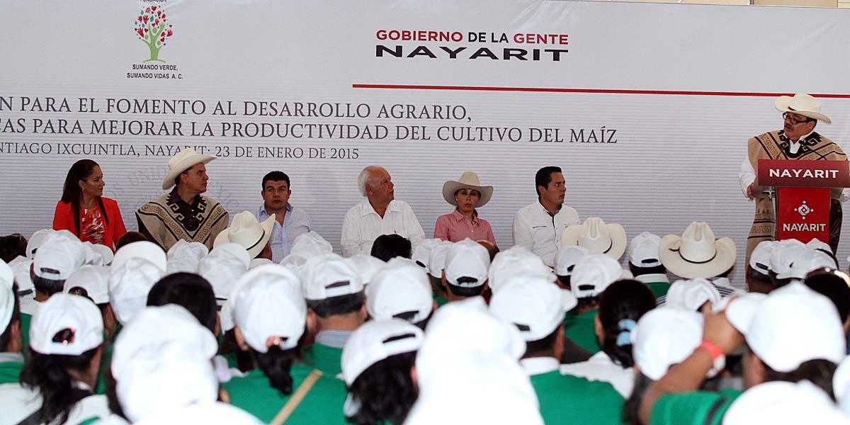 En la foto, el secretario inaugura las jornadas de Capacitación para el Fomento al Desarrollo Agrario para mejorar la productividad en las zonas rurales.