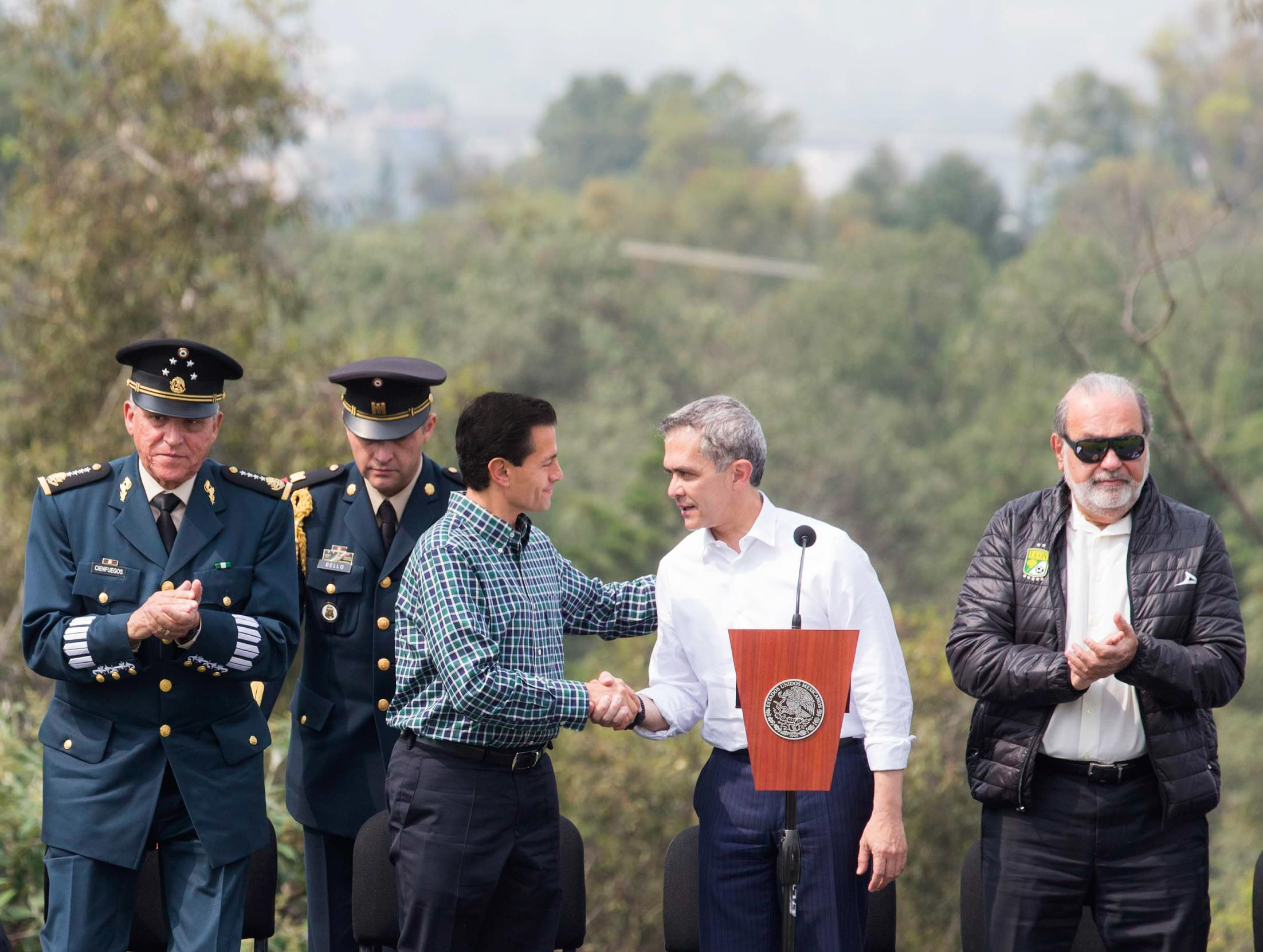 El Primer Mandatario resaltó la coordinación de esfuerzos entre el Gobierno de la República y el de la Ciudad de México, así como con otras entidades, para concretar obras en beneficio para la sociedad mexicana.