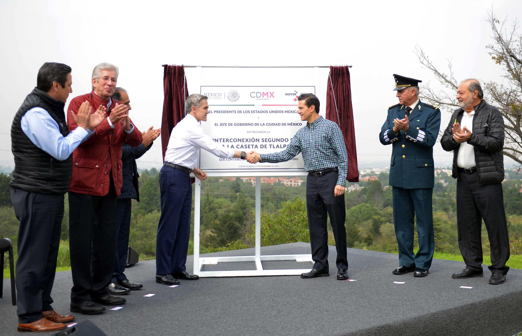 The president inaugurated the Second Floor Interconnection to the Tlalpan Tollbooth.