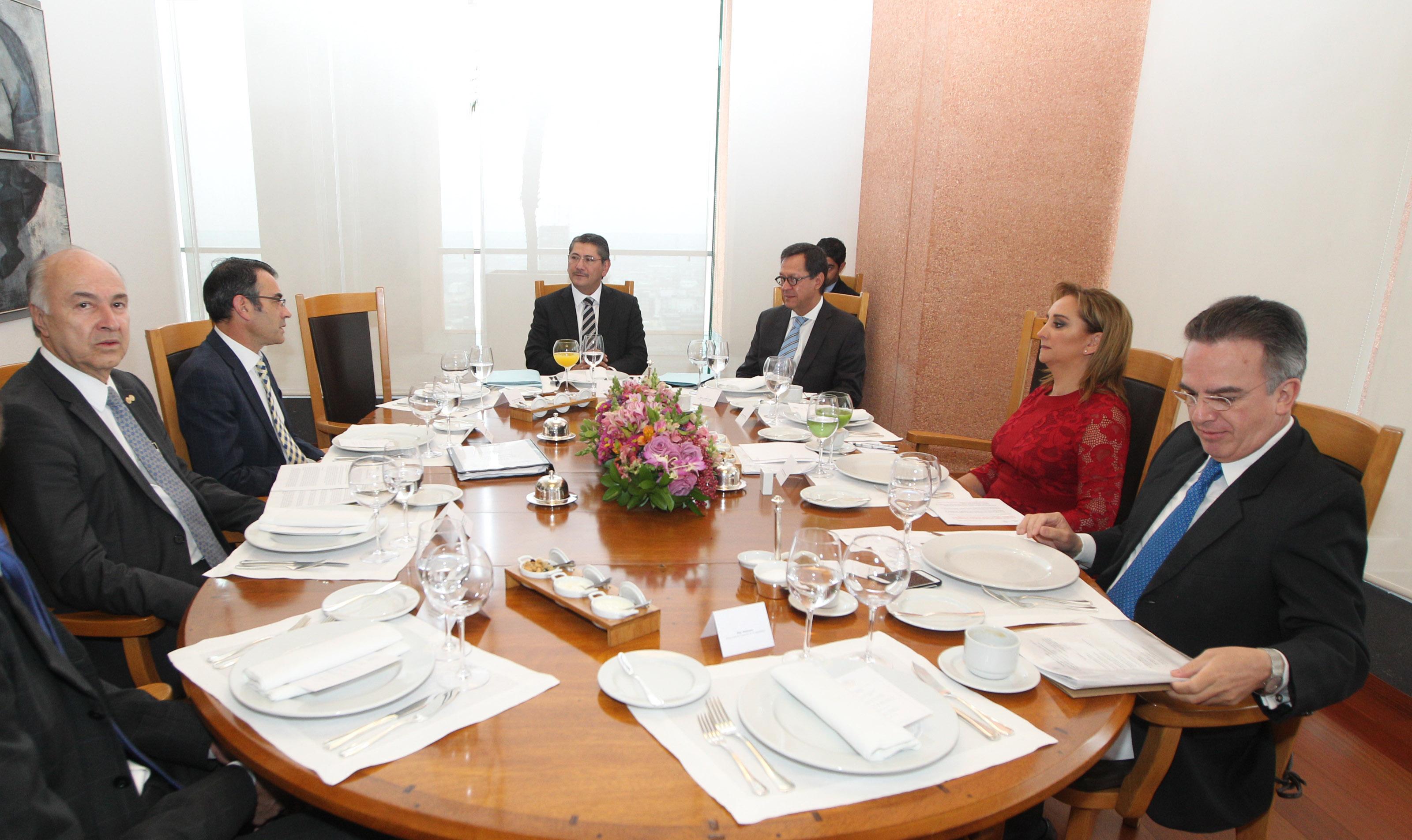 El Gobierno de la República recibe la primera visita del mecanismo de seguimiento del caso Iguala