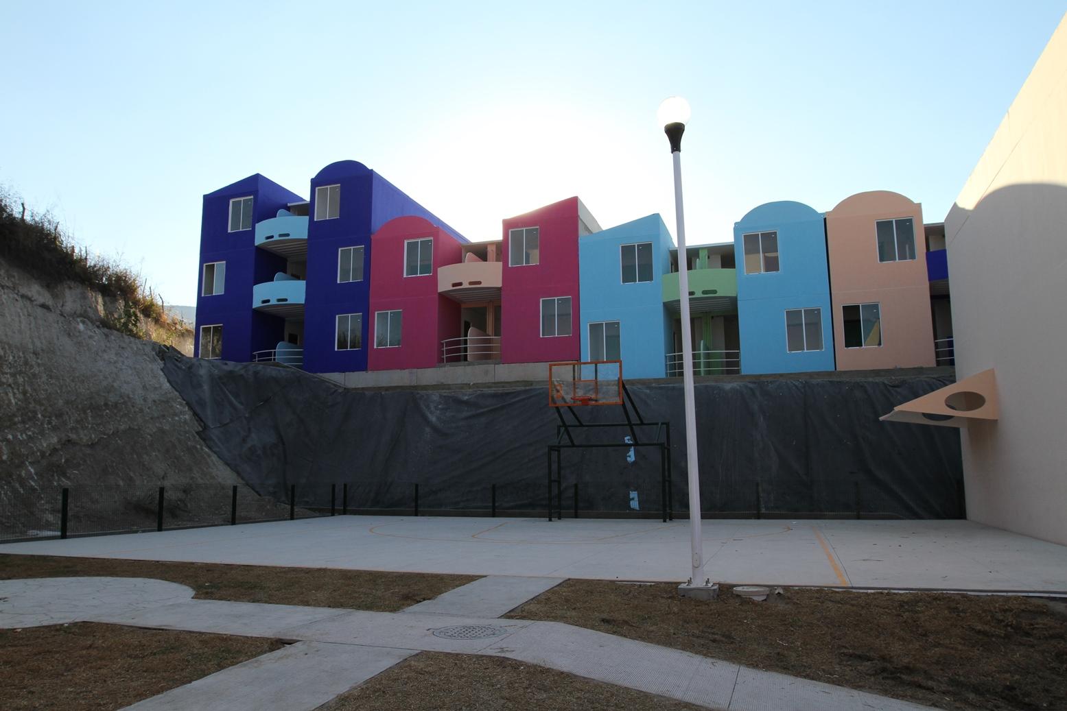 """En la imagen, se muestra el desarrollo habitacional """"El Mirador"""" que cuenta con infraestructura necesaria para quienes tienen condiciones especiales."""