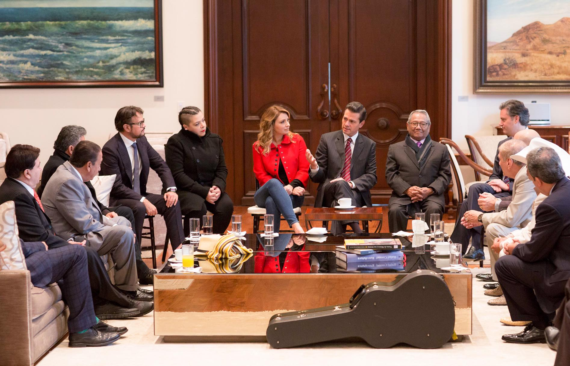 The president meets with members of the Mexican Society of Authors and Composers.