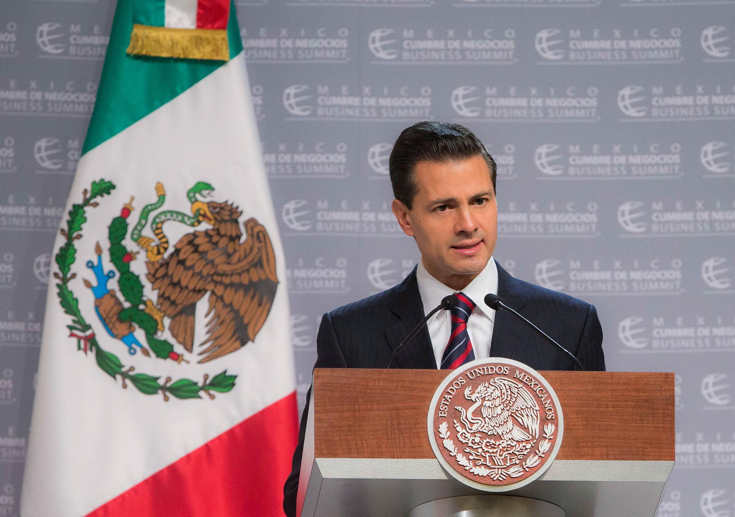 """""""Portemos, todos, la camiseta de México. Sepamos defender y seguir trabajando por lo que hemos logrado, a través del esfuerzo de varias generaciones"""": EPN"""