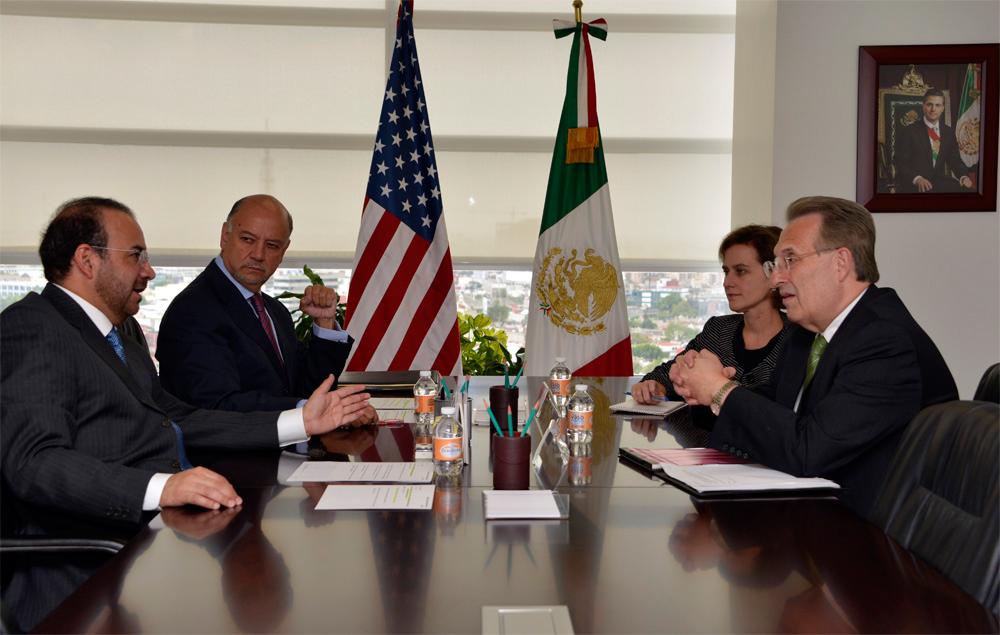 El Secretario Navarrete Prida abordó con el diplomático estadounidense la importancia de la reciente reforma constitucional que eleva la edad mínima para trabajar de 14 a 15 años.