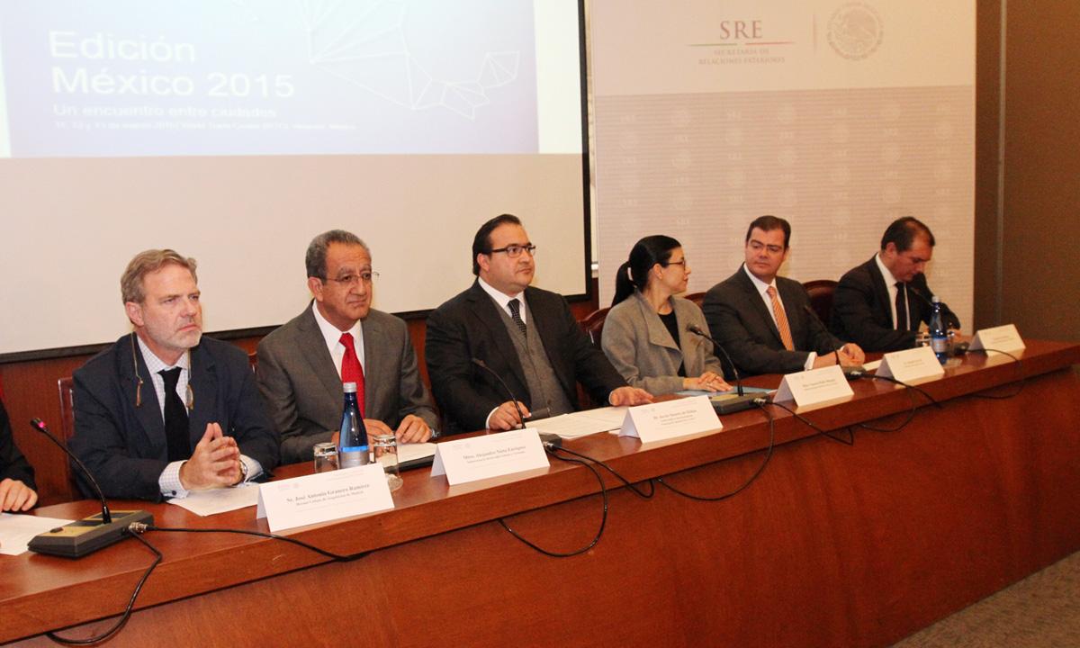 En la gráfica, los subsecretario de Desarrollo Urbano y Vivienda y para América Latina y el Caribe de la SRE y el gobernador de Veracruz, precisaron que tendrá lugar los días 11, 12 y 13 de marzo.