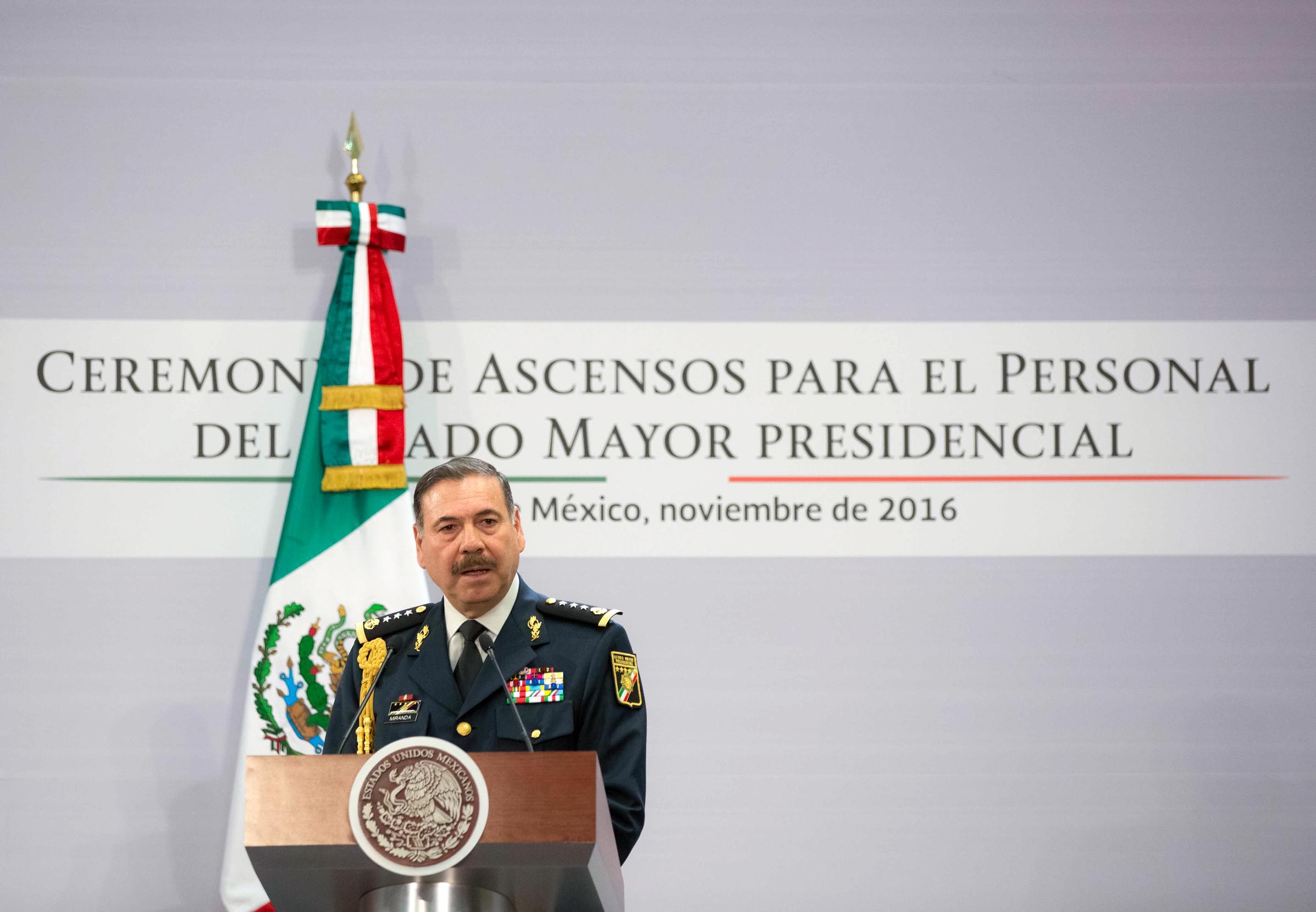 """""""En las Fuerzas Armadas, los soldados, pilotos y marinos trabajamos arduamente y sin descanso para proteger los intereses de los mexicanos a quienes nos debemos en todo momento en tierra, en el aire y en el mar"""": Francisco Miranda Moreno, Jefe del EMP."""