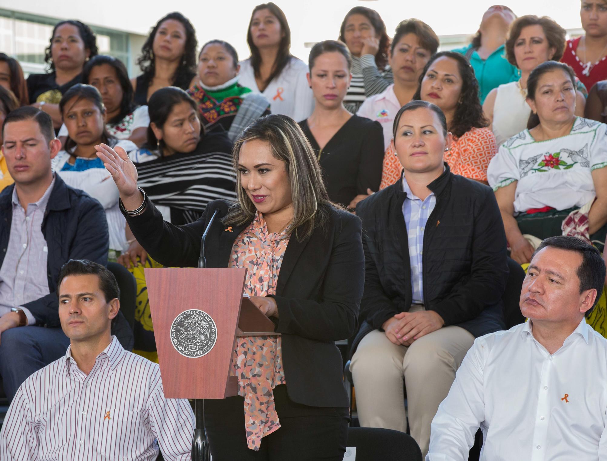 """""""Gracias, señor Presidente, gracias, señor Gobernador, por trabajar juntos para que la atención a las mujeres hoy sea una realidad"""",  Erandeni Mendoza Negrete."""