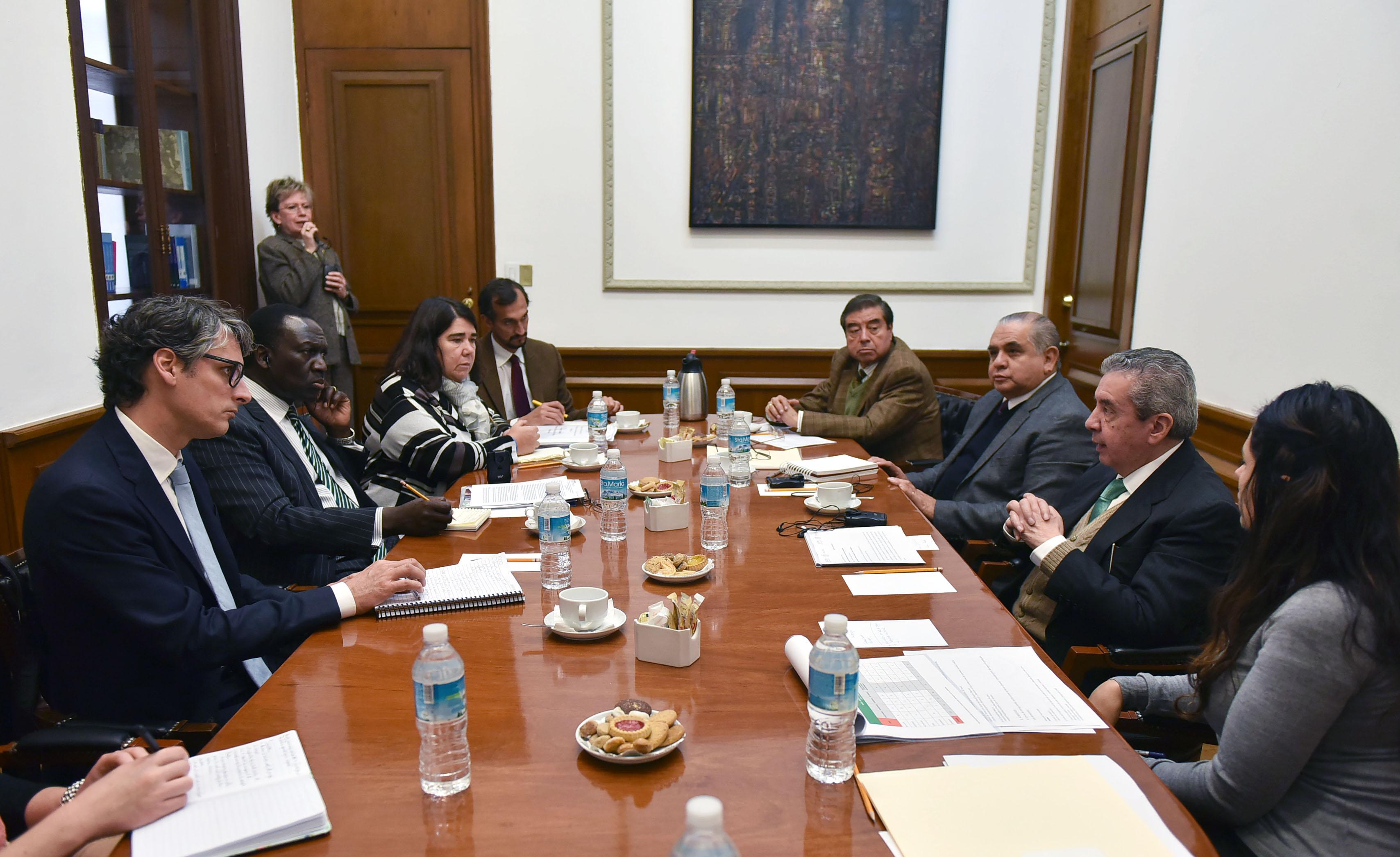 El Subsecretario de Población, Migración y Asuntos Religiosos, Humberto Roque Villanueva, se reunió con el Alto Comisionado Adjunto de Naciones Unidas para los Refugiados (ACNUR), George Okoth-Obbo.