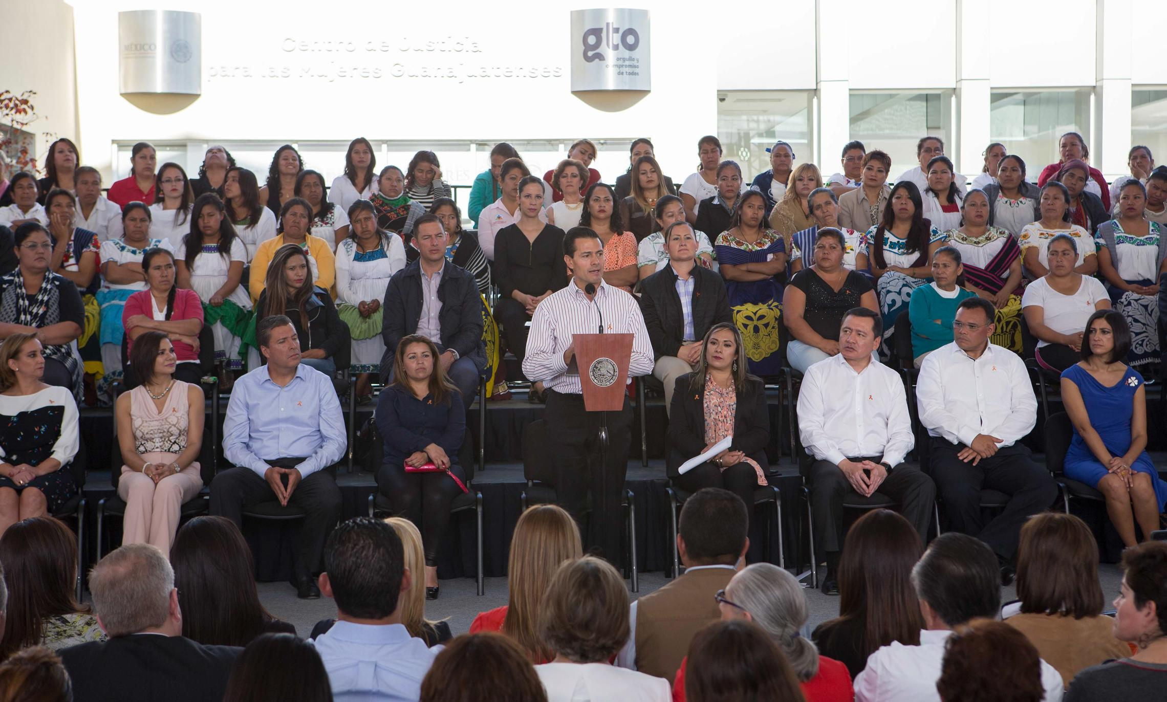 President Enrique Peña Nieto led the celebration of the International Day for the Elimination of Violence against Women.